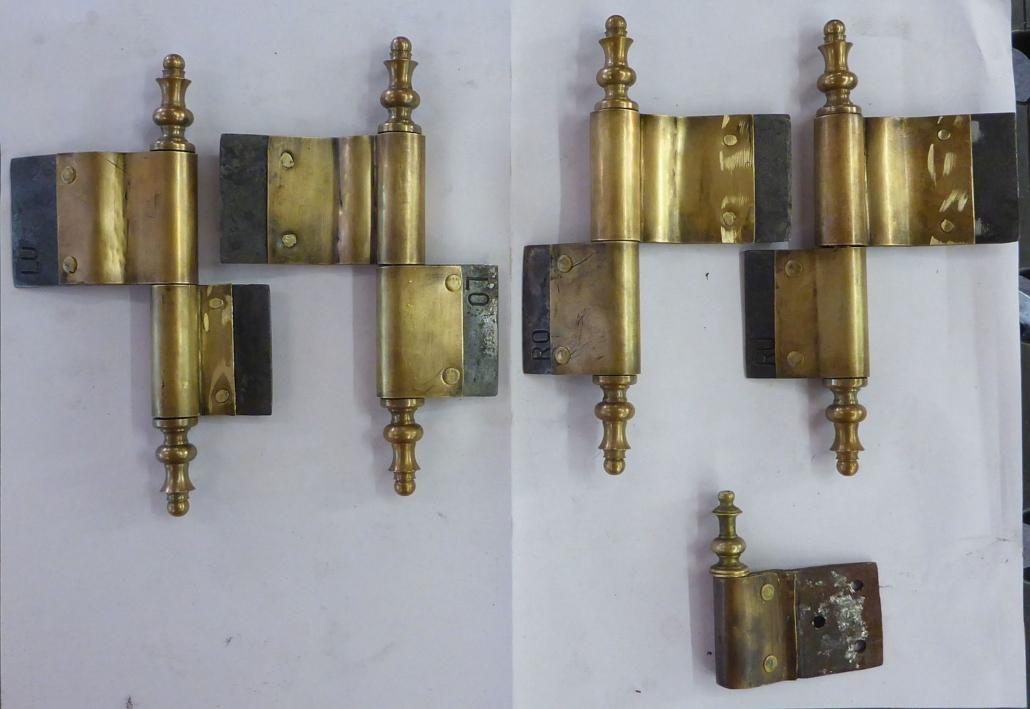 Rekonstruierte, neu angefertigte Bänder. Rechts unten: das historische Muster