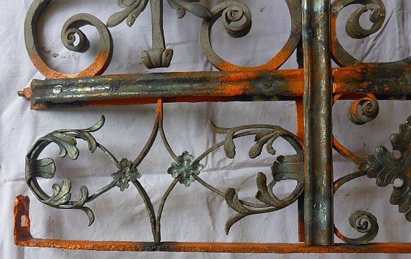 Detailansicht auf eines der Ornamentfelder während der Sanierung