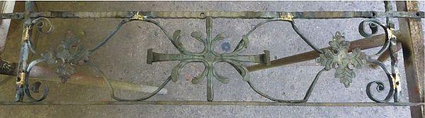 Sanierung eines Zierelements. Das wiederhergestellte und in den Rahmen punktuell eingelötete Element. Alle fehlenden Teile wurden von Hand neu geschmiedet, Bruchstellen repariert.