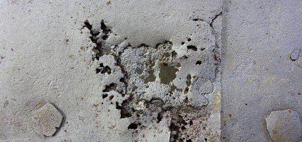 Lochfraß; Beispiel einer der Korrosionsschäden.