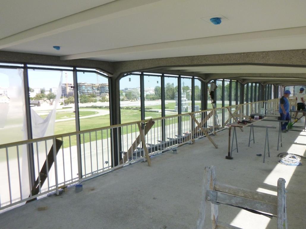Auch in den anderen Ebenen (hier die 4.) wurden alle Geländer abgespreizt und die Baustelle gereinigt.