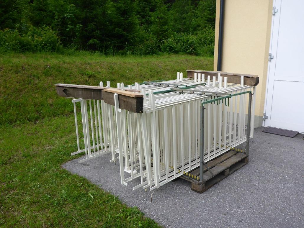 Vorbereitung der – vorerst ein Mal - beschichteten Teile auf einer eigens angefertigten Transportpalette.