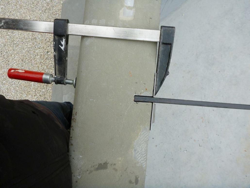 Positionierung des Gitters und Einrichten des Zwischenraumes mittels aufgespanntem Alublech.